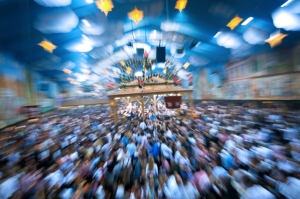 Crowd on Oktoberfest in Bavaria/Microsoft Clipart/iStockphoto